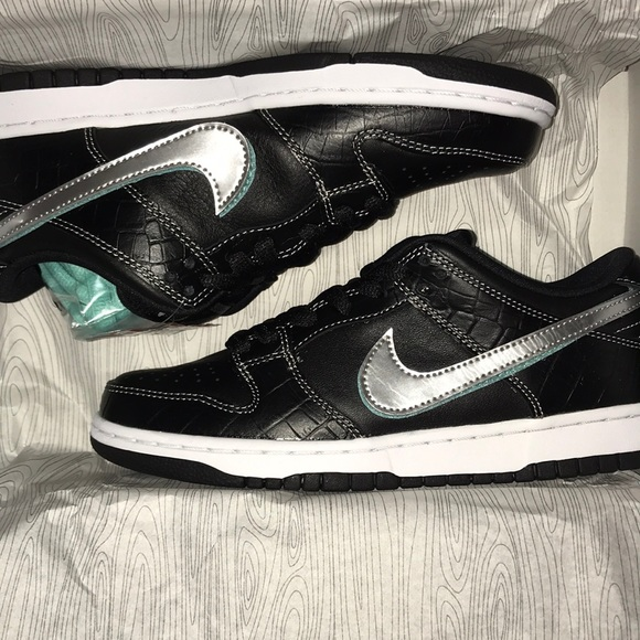 1f42436c9002 Nike SB dunk low pro Diamond Supply